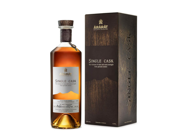 Brandy Single Cask Ararat, sceau zamak, logo injecté, finition or, tour de col cordon de cuir
