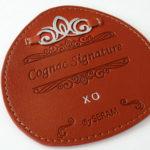 étiquette PU, embossée et marquée à chaud, pièce métal