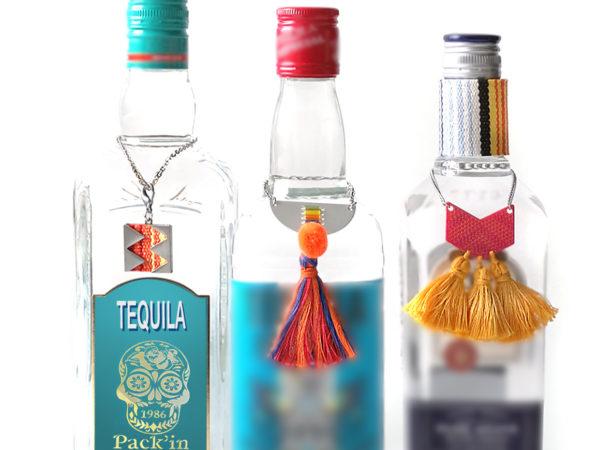Tours de cols, pompons, plastique, textile, perles de verre et métal, effets de tissage, étiquettes découpées et gravées au laser