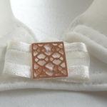 bijoux métal et perle, coquillage ou résille
